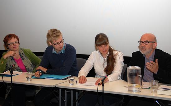 Panelet frå venstre Åsta Årøen, Øystein Hassel, Iril Schau Johansen og Jan Olav Fretland.