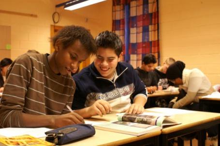 I denne ungdomsskuleklassen ved Holmlia skole, vart det gjennomført undervisingsopplegg med bruk av nynorske lærebøker i faget KRL i 2005-2008. Foto: Snöball Film