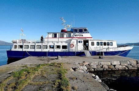 Bokbåten Epos ser ut til å kunne halde fram med besøkja i Hordaland. Foto: Stian Wiik / Hordaland fylkesbibliotek