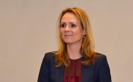 Kulturminister Linda Hofstad Helleland droppar krav til nynorsk i den neste konsesjonsrunden for ein kommersiell allmennkringkastar. Foto: Wenche Nybo / Kulturdepartementet