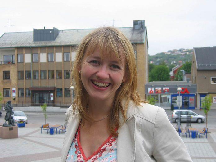 Fylkestingspolitikar Gunhild Berge Stang (V) er konstituert som statssekretær for kultur- og likestillingsminister Abid Raja. Foto: Silje Hjelle Strand / NPK