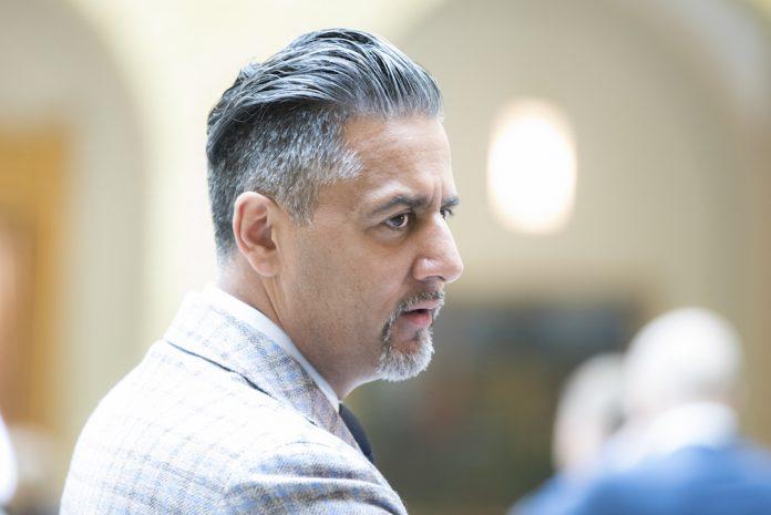 Kulturminister Abid Q. Raja (V) droppar forslaget om å gi fylkeskommunane meir ansvar i forvaltninga av kulturlivet. Foto: Berit Roald / NTB scanpix / NPK