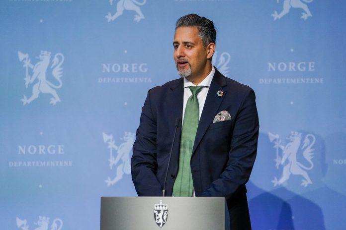 – Det er ein gledesdag, sa kulturminister Abid Raja då han tysdag presenterte forslaget til norsk språklov. Foto: Fredrik Hagen / NTB scanpix / NPK